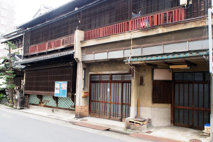 大門エリアの古い建屋